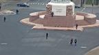 Britu tūrists uzrāpjas Brīvības piemineklī un saņem 400 eiro sodu