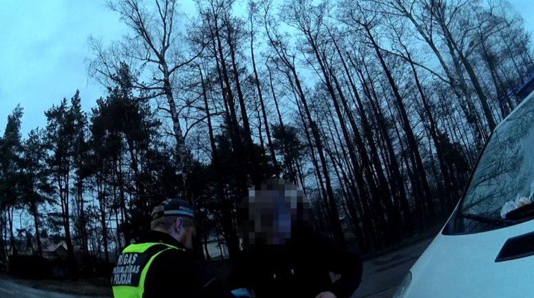 Ar dažu nedēļu starplaiku policijas redzeslokā atkārtoti nonāk 17 gadus vecs līmes ostītājs