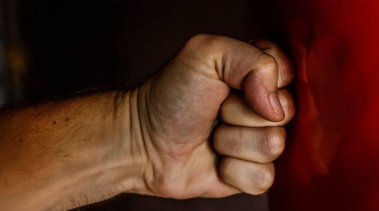 Ziepniekkalnā kāda sieviete likumsargiem atklāj vīra vardarbīgo izturēšanos pēdējo gadu laikā