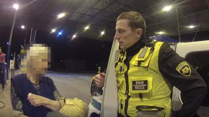 Vienā izsaukumā pie policistiem vēršas divas bezpalīdzīgā stāvoklī nonākušas personas