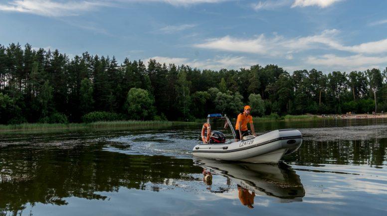 Varžu kurkstēšana, alkohola lietošana peldvietās un romantiskā iepazīšanās vilcienā – Glābēja Agņa Stepiņa pieredzes stāsti pie Rīgas ūdenstilpnēm