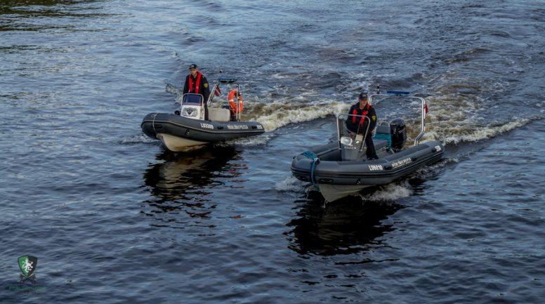 Pēc valsts svētku uguņošanas Daugavā iekrīt divi jaunieši