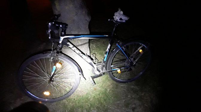 Rīgas likumsargi pie Sarkandaugavas šķūnīšiem aiztur kādu aizdomīgu vīrieti ar lauzni un velosipēdu