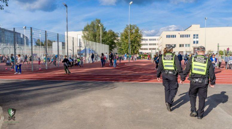 Nedēļas nogalē Rīgas pašvaldības policija pastiprināti apsekos bērnu rotaļu un sporta laukumus