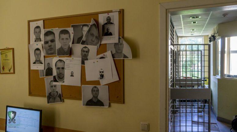Kafejnīcā konflikta laikā aizturēts meklēšanā izsludināts vīrietis